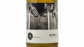 TH Wines 2016 Riesling Label